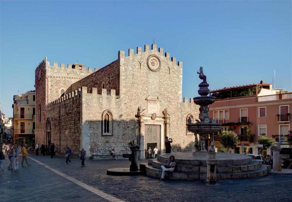 {{de|Italien, Sizilien, Taormina, Dom S. Nicolò}} {{en|Italy, Sicily, Taormina, Dom S. Nicolò}}