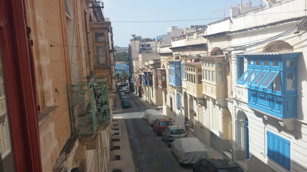 hostel-pencere-malta-sliema
